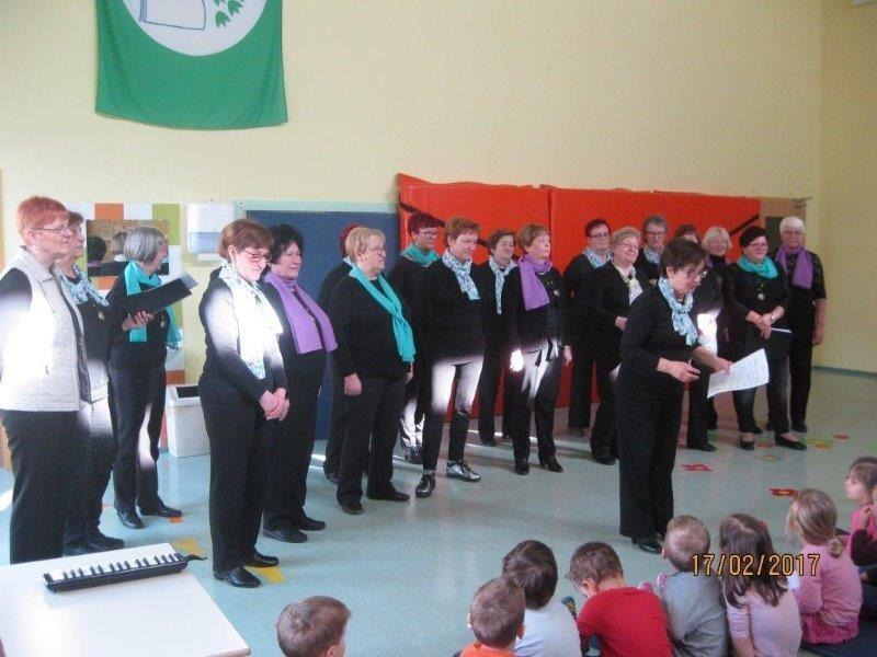 Obisk ženskega in moškega pevskega zbora Stane Habe  v Vrtcu Urša
