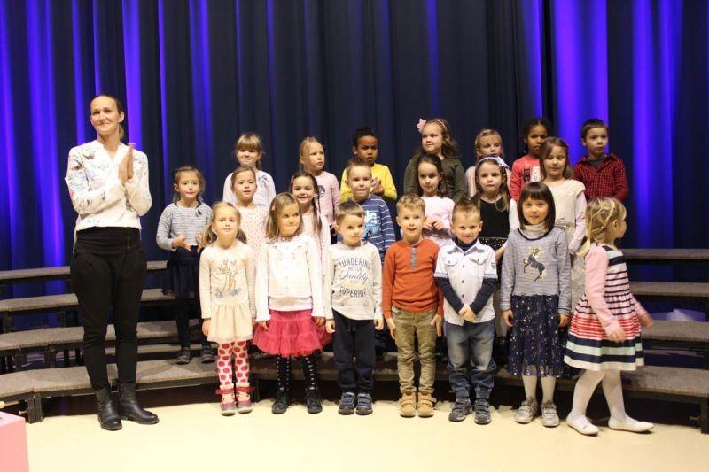 Nastop naših otrok na koncertu Ženskega pevskega zbora Stane Habe